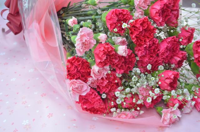 母の日のプレゼントランキング。花と手紙とスイーツがトップ3