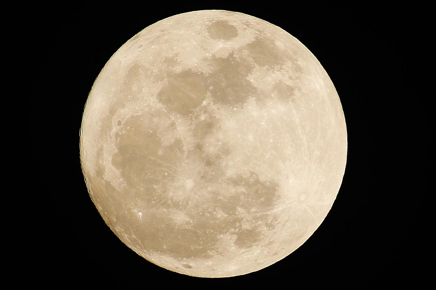 皆既月食(2015年4月4日)見える時間、方向は?次回は?
